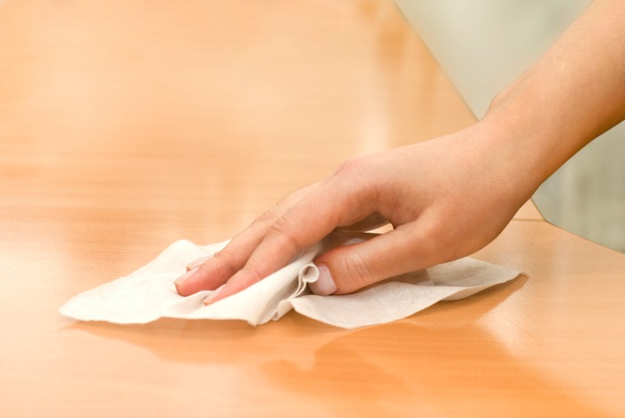 Surface sanitising wipes